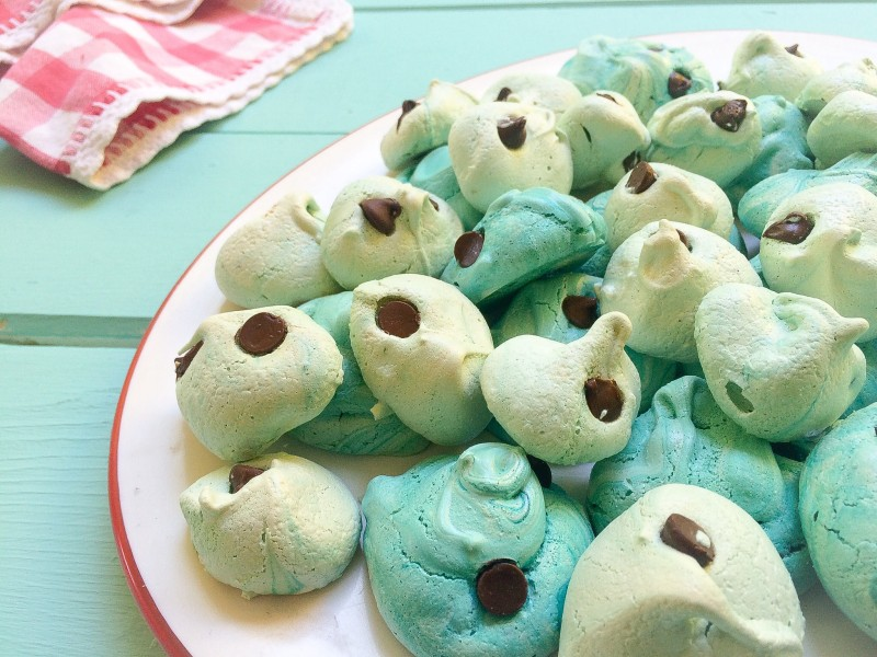 How to Make Perfect Robins Egg Meringues with Chocolate Chips