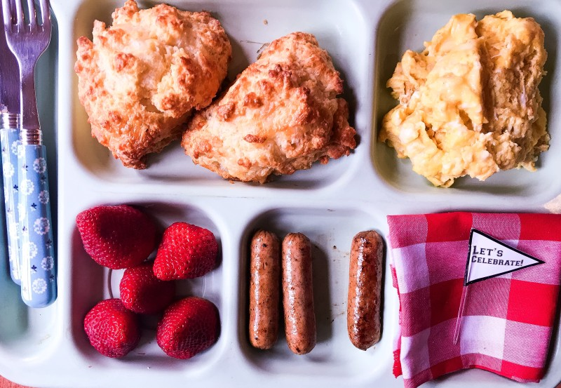 Oliver Biscuit Breakfast Tray