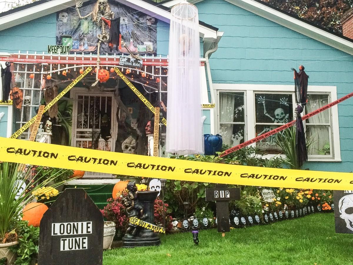 halloween countdown - neighborhood decorations and scarecrow mix