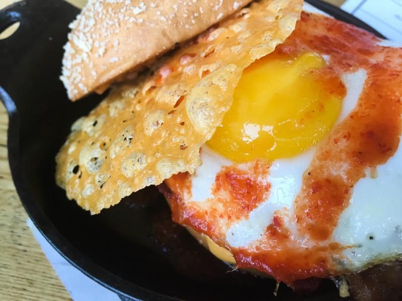burger with egg plan check la