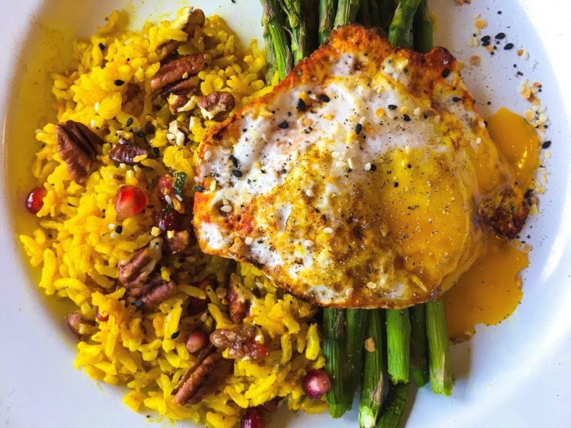 egg with Turmeric, rice and asparagus